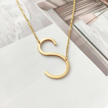 Naszyjnik stal chirurgiczna literka S platerowana złotem NST995S