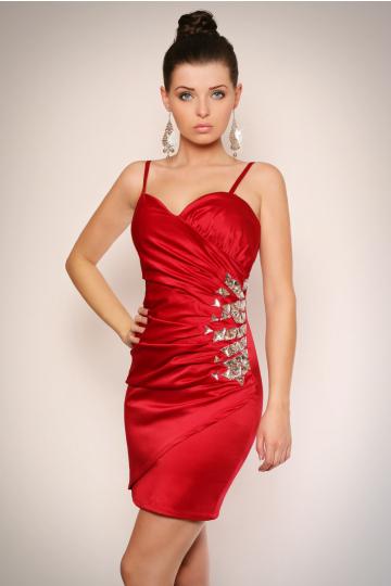 Sukienka na ramiączkach z półkwiatem z kamieni na boku - bordowy